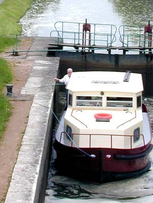 Tom Sommers in a lock on the Canal du Nivernais